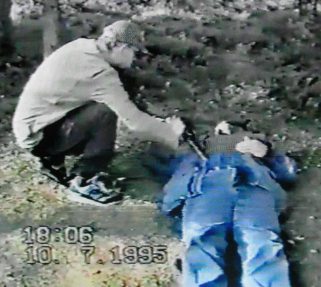 Falska minnen Thomas Quick i en av polisens rekonstruktionsvideor. Quick fälldes för åtta mord med hjälp av den falska minnen-terapi som fortfarande används. Foto: Polisen