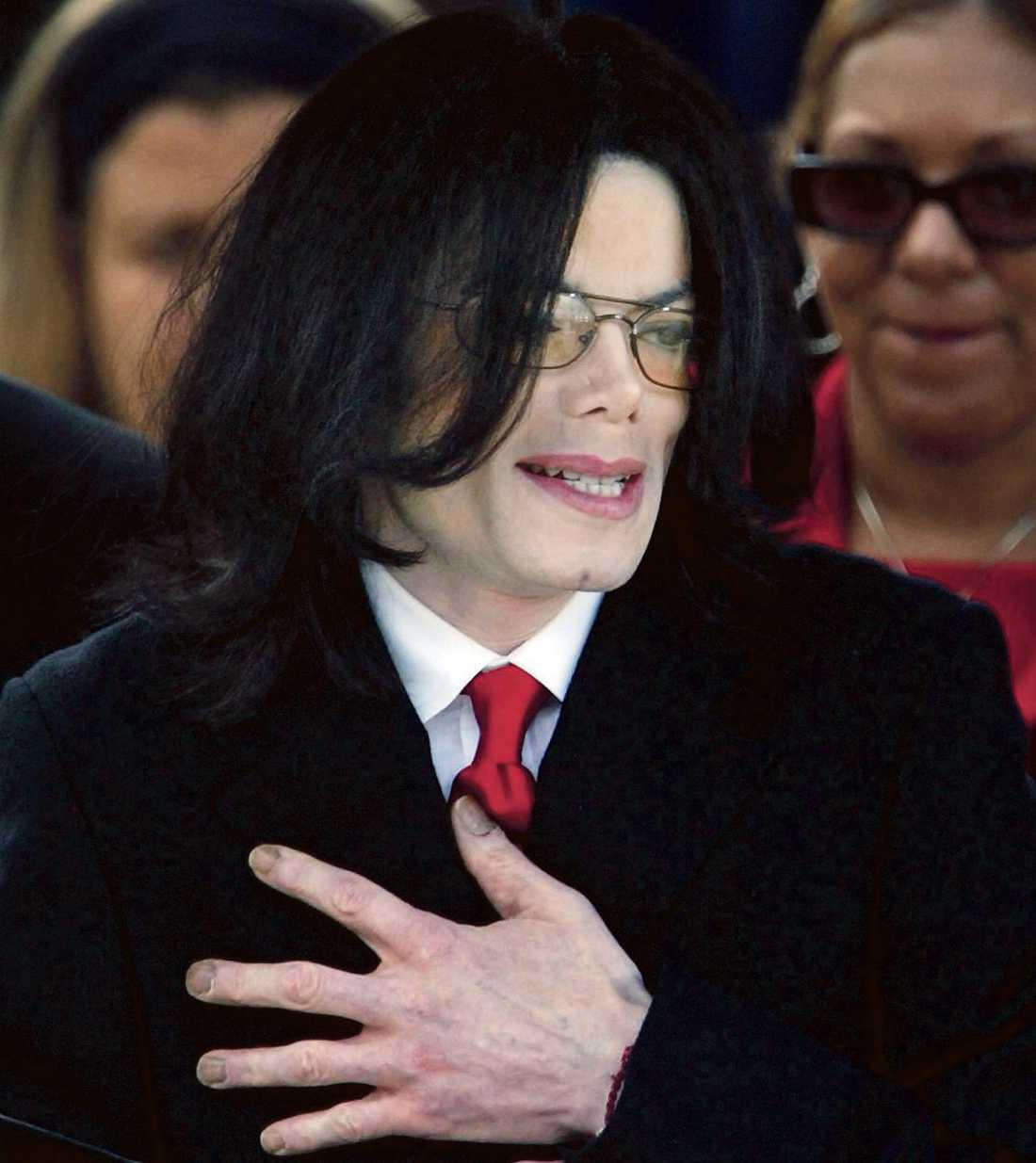 Hjärtat stannade Doktor Conrad Murrays assistent var den som på Michael Jacksons vädjan gav en injektion av ett smärtstillande medel som kan ha dödat megastjärnan. Det uppger nu en källa till engelska The Sun. Murray låg då och sov.
