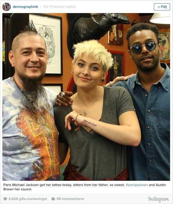 Paris har tidigare hyllat sin far med en tatuering.