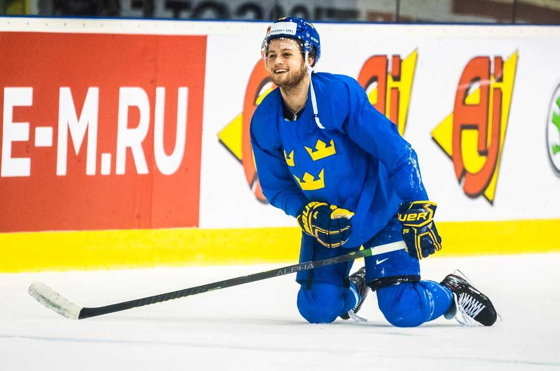 William Nylander får se upp för klubbkompisen Nikita Zaitsev när Tre Kronor möter Ryssland i kväll.