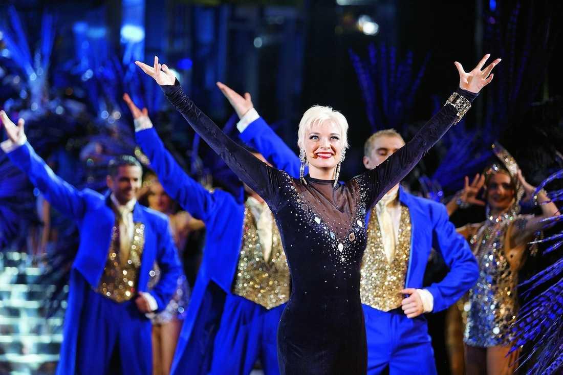 Primadonna På nattklubben Lido i Paris är svenska Anki Albertsson stjärna, men hon glömmer inte var hon kommer ifrån.