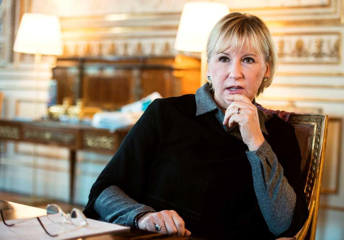 Sveriges utrikesminister Margot Wallström säger sig vara djupt bekymrad över beslutet.