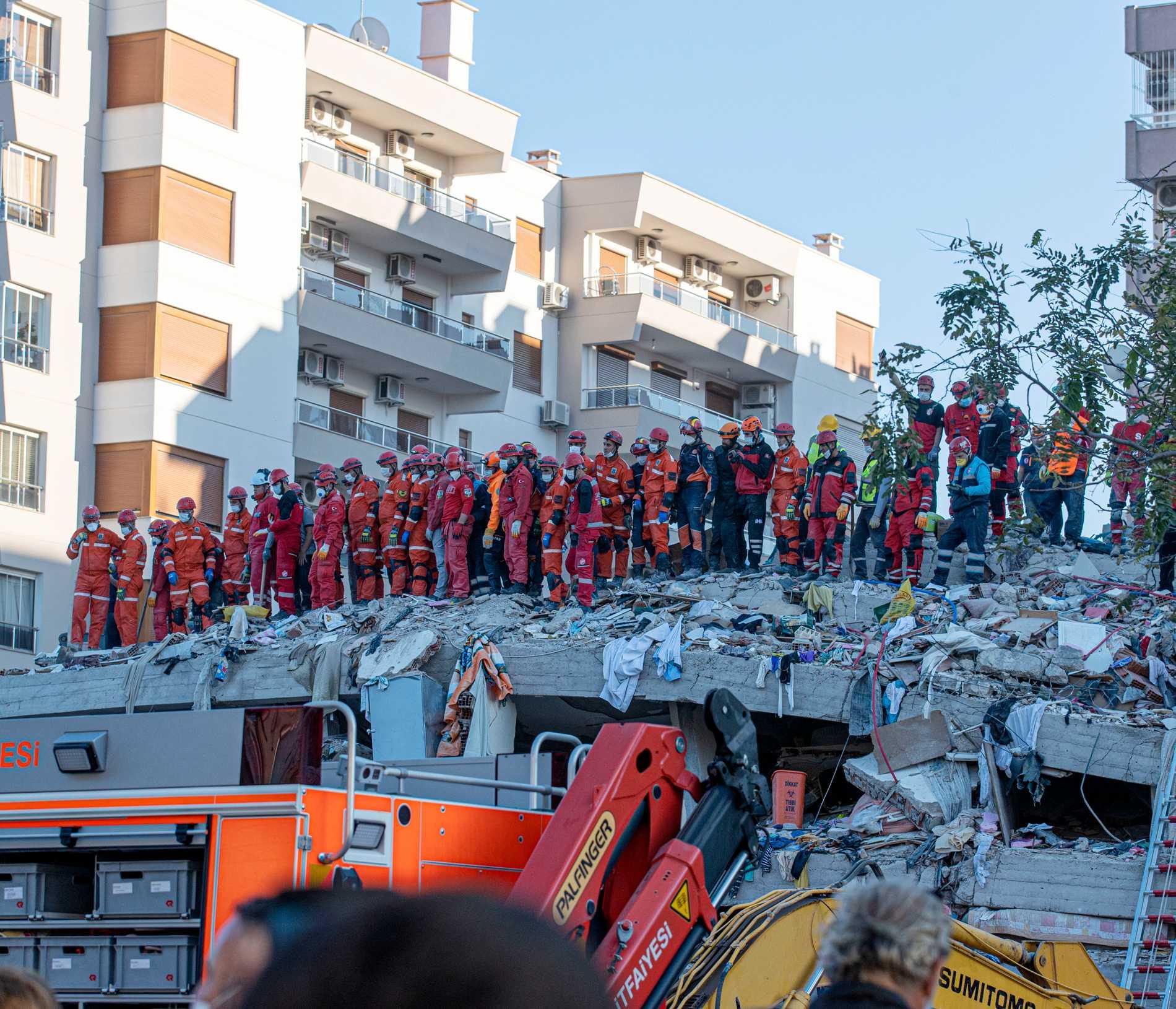 """Turkiet har satt in """"högsta möjliga nivån av resurser"""" för att hjälpa till efter jordbävningskatastrofen."""