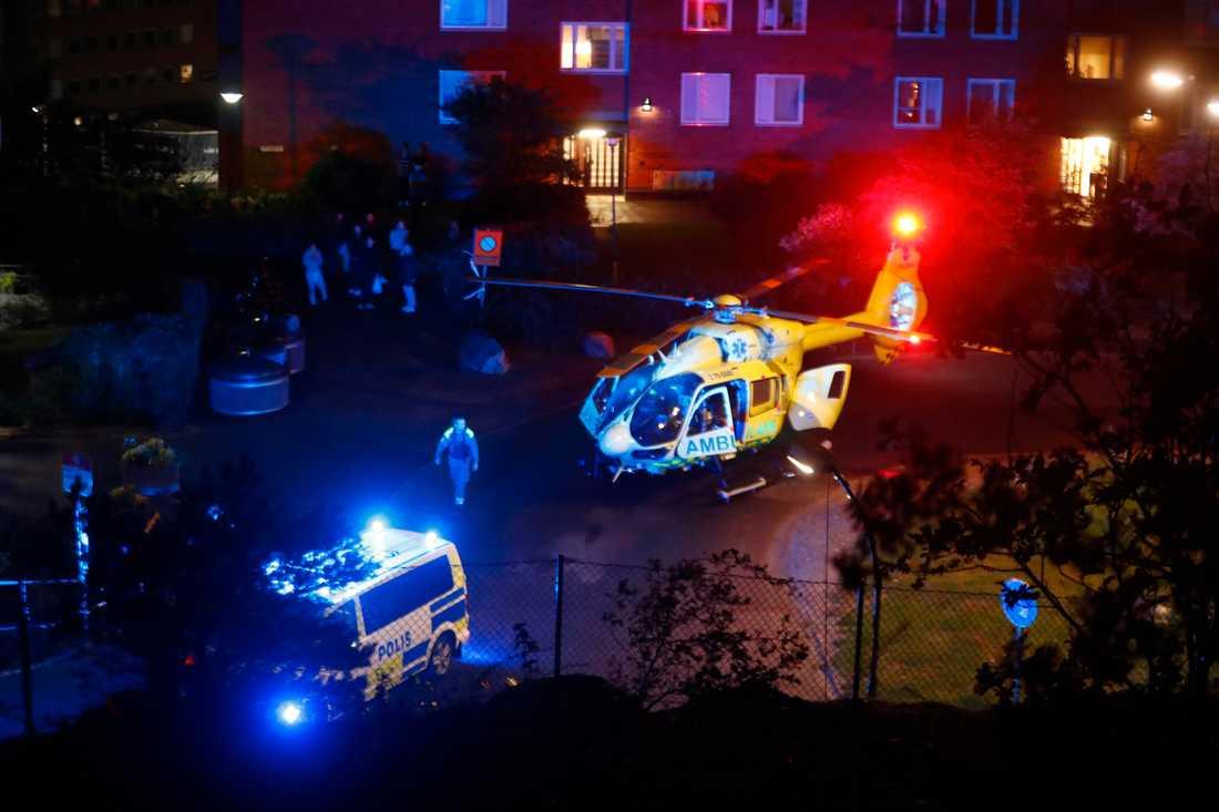 Helikopter har landat i bostadsområdet i Nacka.