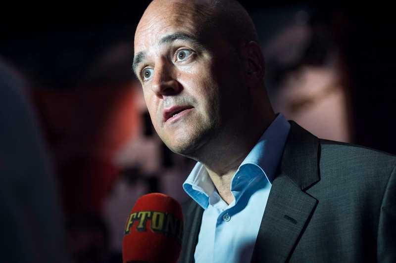 Stor omsättning. Efter att förre statsministern Fredrik Reinfeldt lämnat politiken har det gått bra - till och med mycket bra. Hans egna aktiebolag redovisar en vinst på 7,5 miljoner. Trots det har han tagit ut 1,5 miljoner i avgångsersättning.
