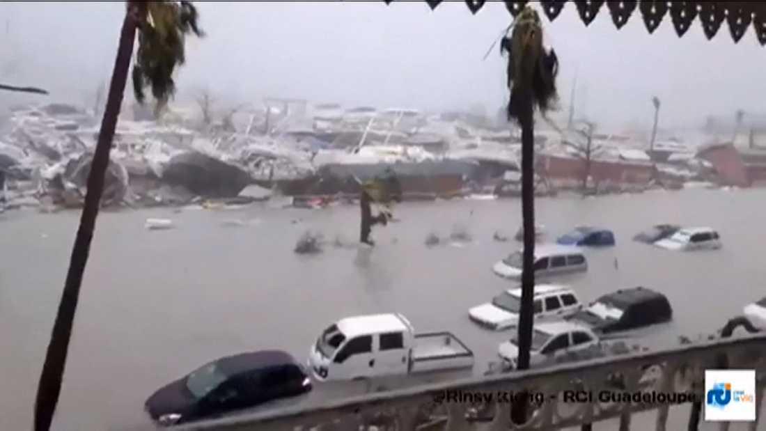 Överstämmande gator och förstörelse på ön Saint-Martin-