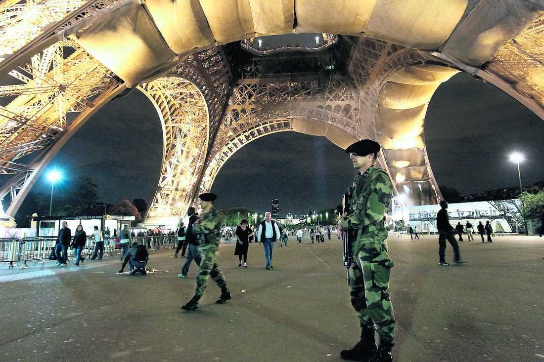 I fara Frankrike är nu på högsta beredskap inför terrorangrepp. Flera personer har gripits de senaste dagarna och enligt den franska underättelsetjänsten tror man att 25 islamistkrigare försöker ta sig in i Europa via Turkiet.