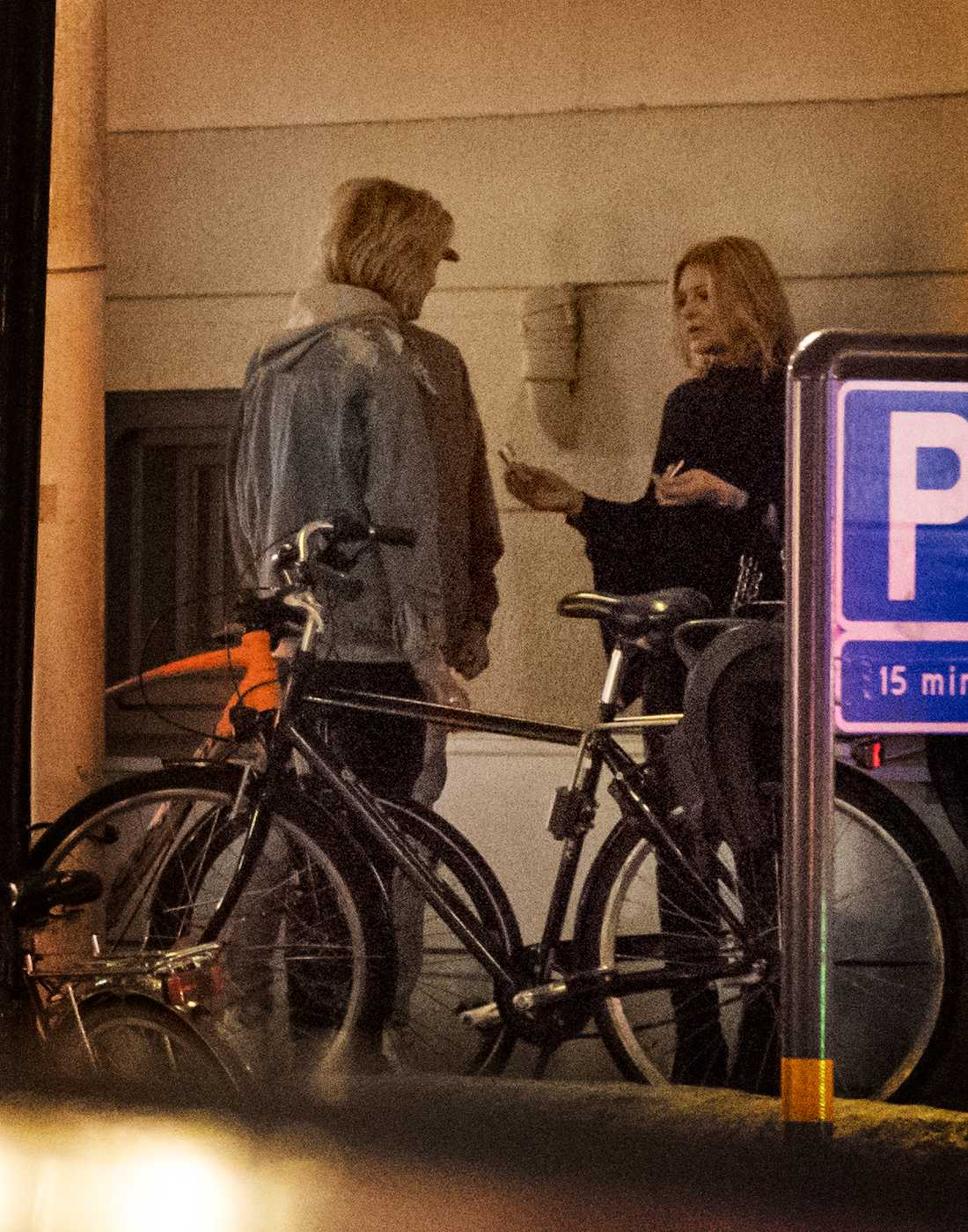 Oscar Enestad och flickvännen Cecilia stal en stund för sig själva utanför festlokalen.