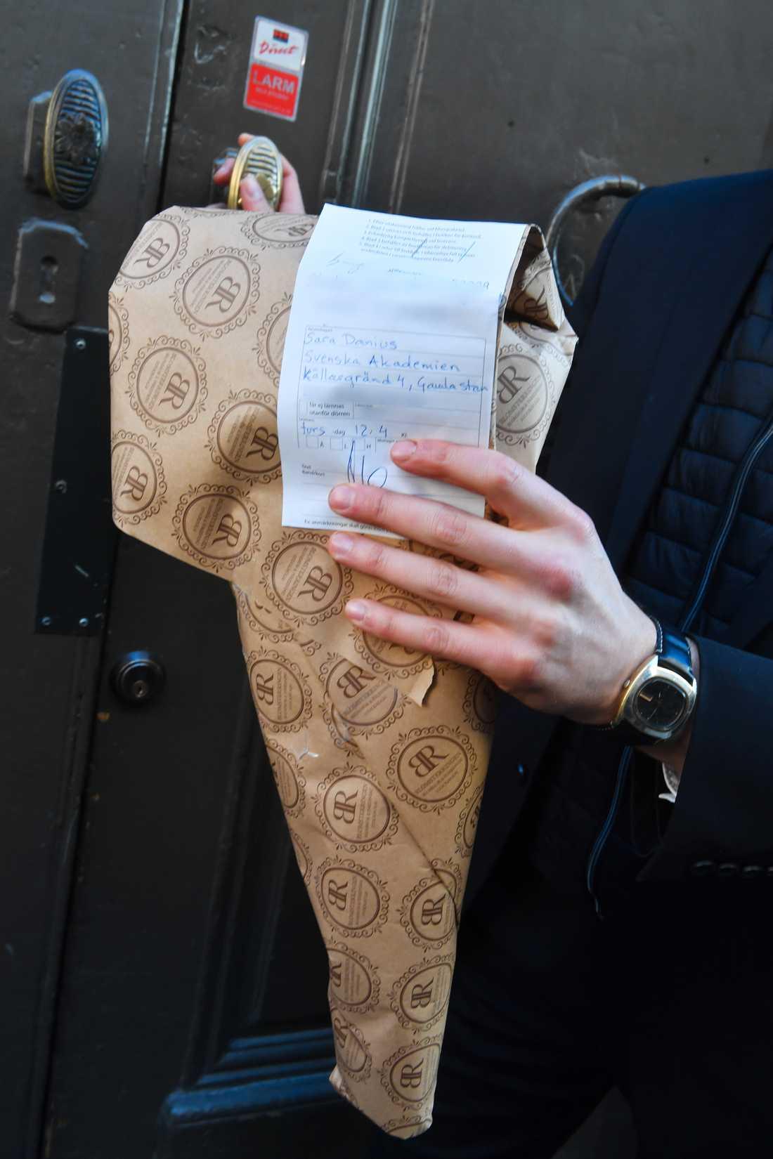 Blombud som anlände till Sara Danius innan mötet ägde rum.