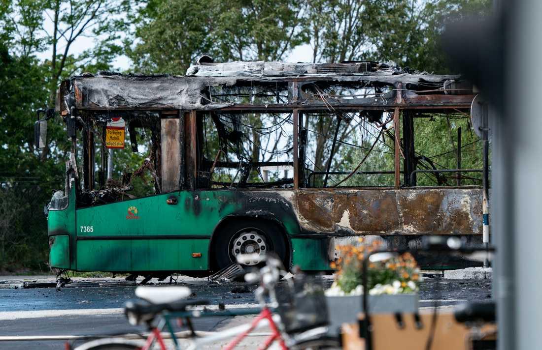 En gasbuss blev helt utbränd i Malmö maj i år sedan den fått kortslutning och börjat brinna. Arkivbild.