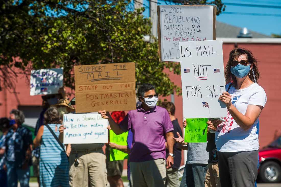 Tidigare i augusti var flera amerikaner ute och demonstrerade mot postverkets neddragningar i Michigan.
