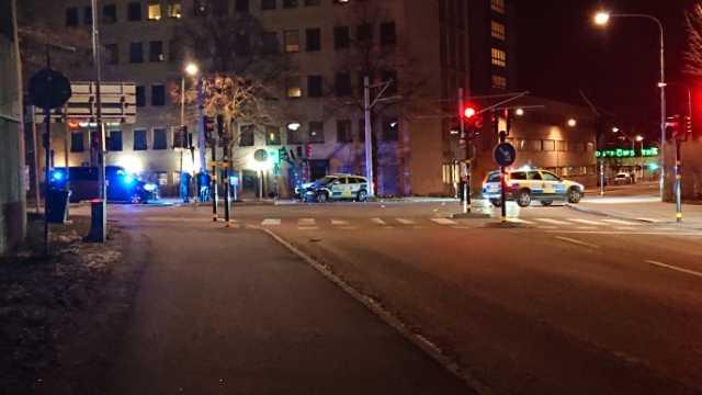 En polisbil kraschade i samband med en jakt på inbrottstjuvar i Stockholm.