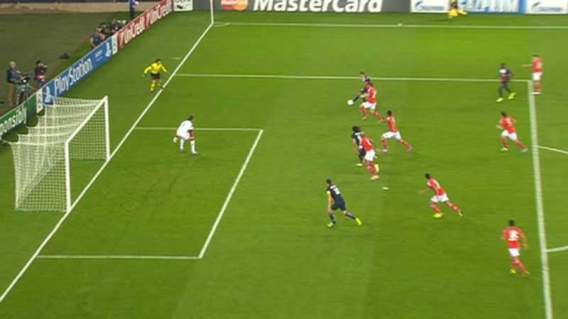 Zlatan befann sig i misstänkt offsidesituation vid första målet.