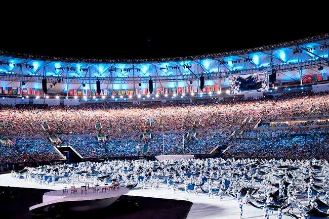 här börjar festen!  OS i Rio invigdes i natt med en knaper festbudget. Blygsamma 470 miljoner har spenderats på spektaklet – en tiondel av summan i London 2012.