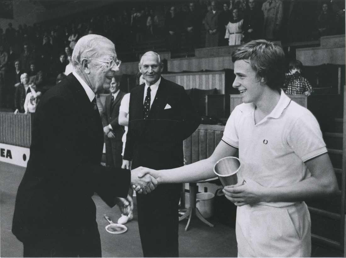Björn Borg fick revansch och vann Kungens kanna 1971. Gustaf VI Adolf delade ut pokalen.