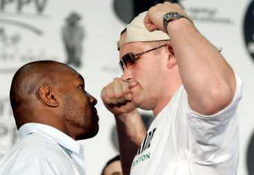 """psykkrig Tyson och hans motståndare - irländaren Kevin McBride. """"Tyson är slut. Nu är det Kevins tur"""", säger McBrides promotor Rich Cappio."""