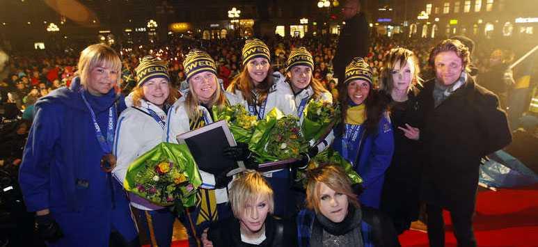 Charlotte Kalla, Anna Holmlund och silvermedaljörerna i curling Margaretha Sigfridsson, Christina Bertrup, Maria Wennerström och Maria Prytz hyllades i Sundsvall