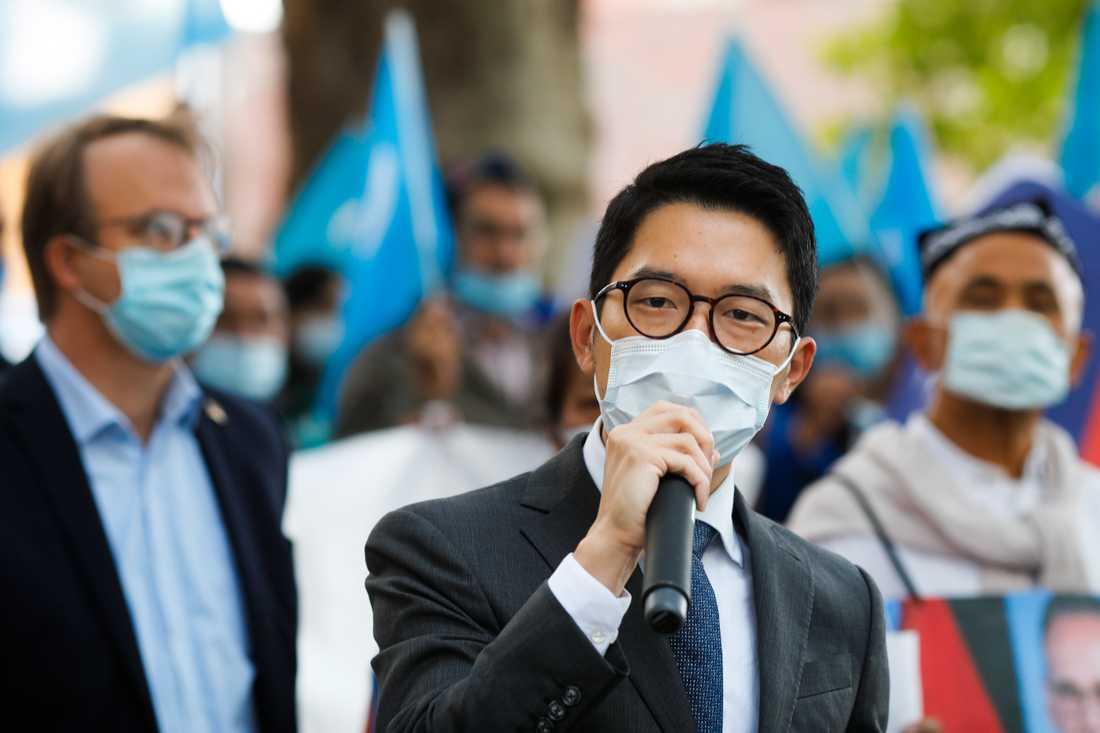 Demokratiaktivisten Nathan Law under ett tal i september 2020.