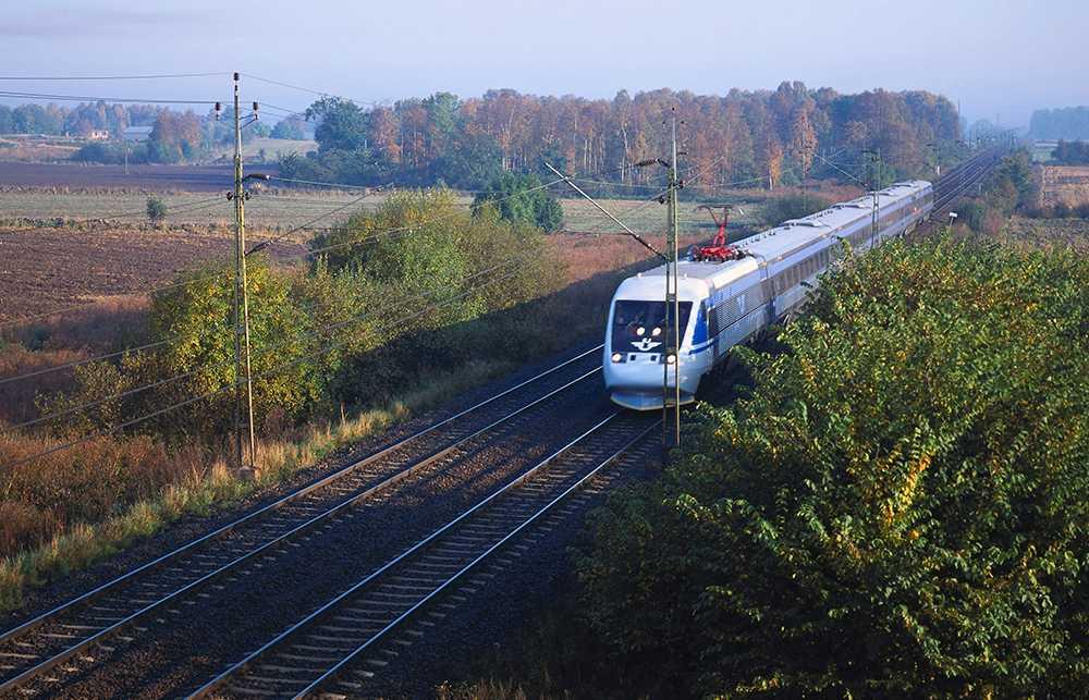 Restiden kommer att förlängas på flera tågsträckor under påsken.