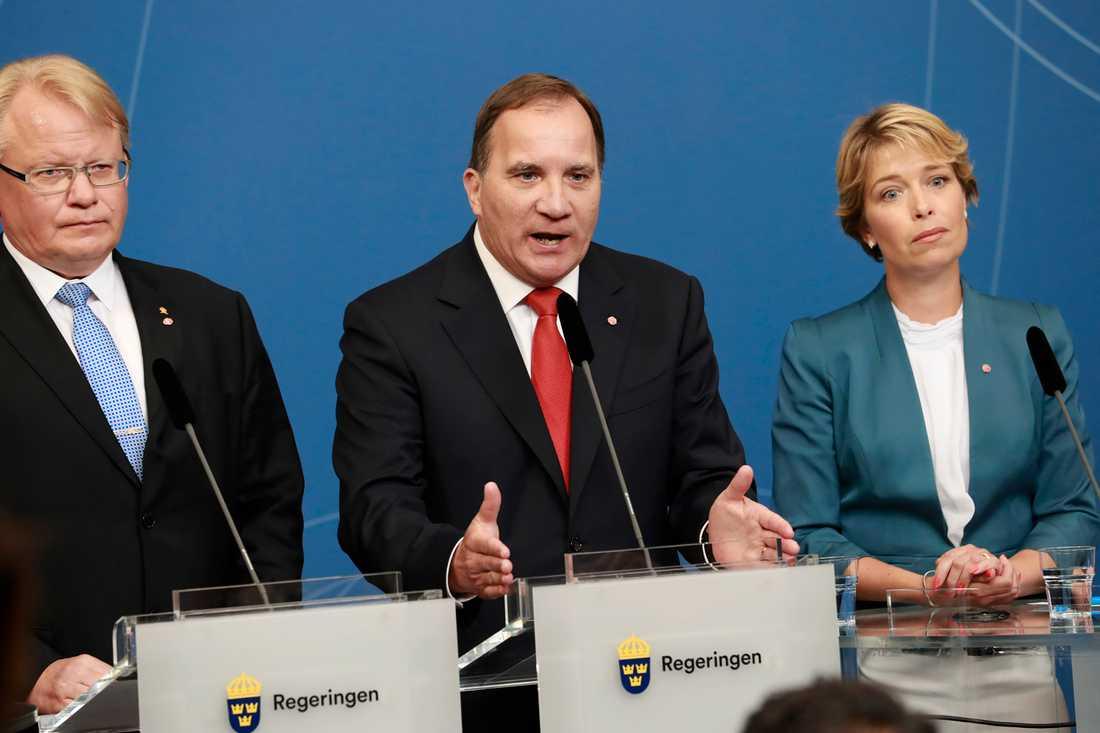 Peter Hultqvist, Stefan Löfven och Annika Strandhäll.