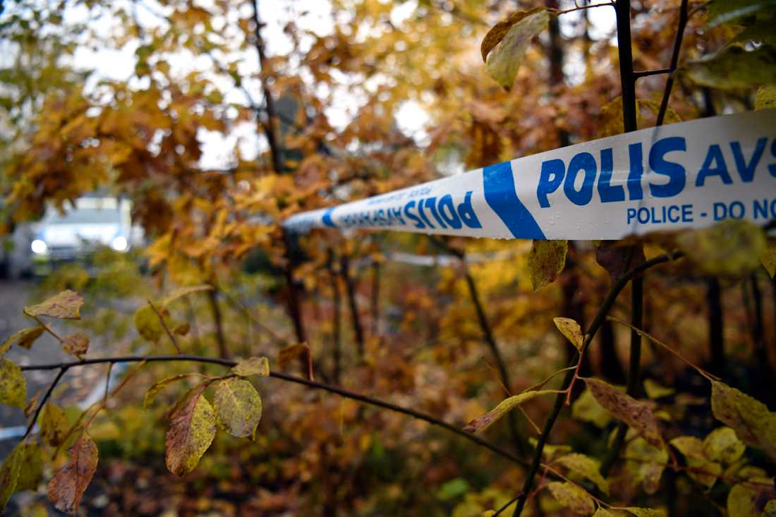 Polisen undersökte under måndagsmorgonen en sommarstuga i södra Stockholm som möjlig mordplats.