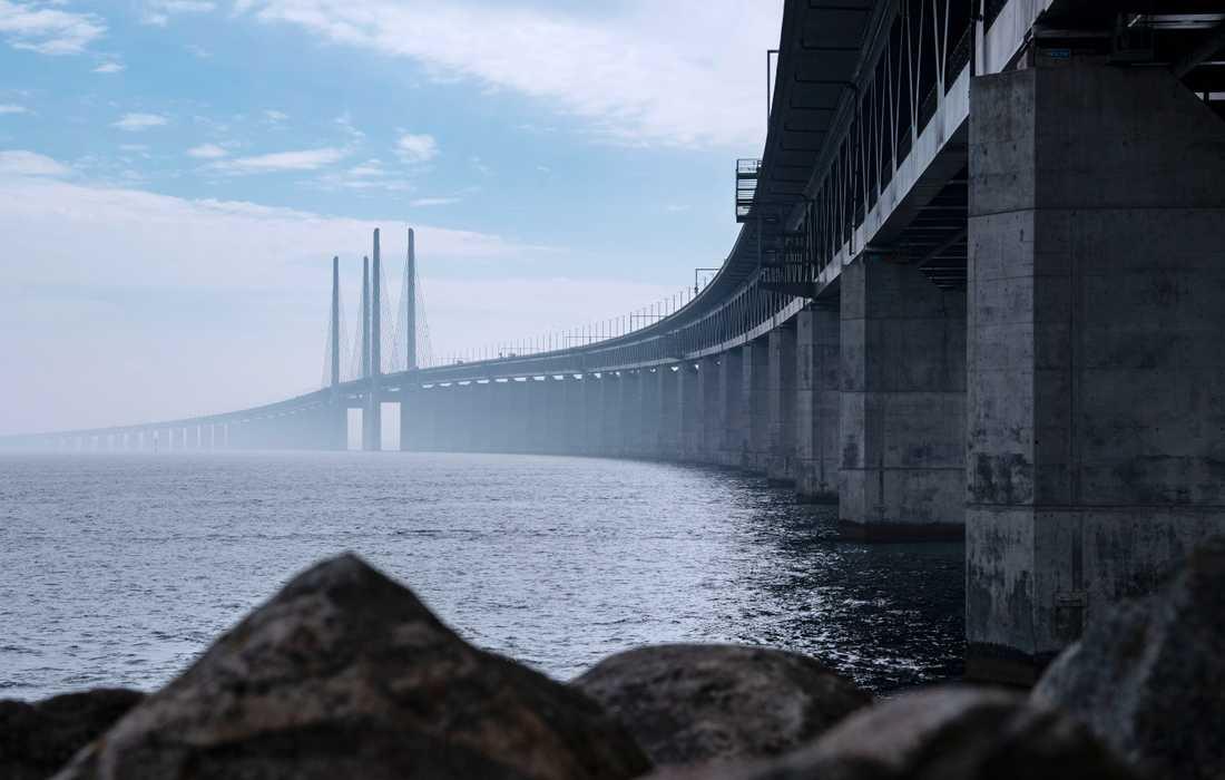 Två personer är misstänkta för att ha smugglat stora mängder alkohol över Öresundsbron. Arkivbild.