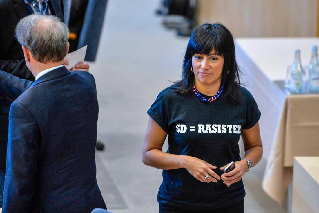 Den tidigare riksdagsledamoten Rossana Dinamarca (V) beklagar att Tamara Spiric inte utmanar Nooshi Dadgostar (V) om partiledarposten. Arkivbild.