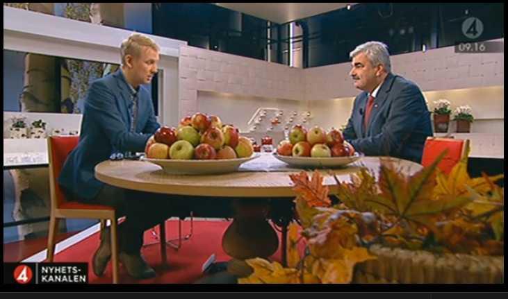 """""""Allvarstyngt möte"""" Håkan Juholt berättade i morse bland annat om det sex timmar långa mötet igår."""
