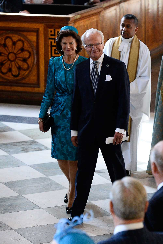 Drottning Silvia, kung Carl Gustaf och pastor Michael Bjerkhagen i samband med firandet av kungens 40 år på tronen.
