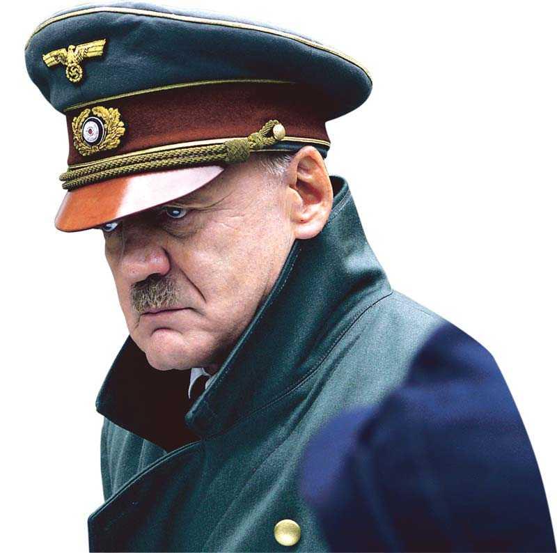 """Bruno Ganz som Adolf Hitler i den kontroversiella filmen """"Der Untergang""""."""