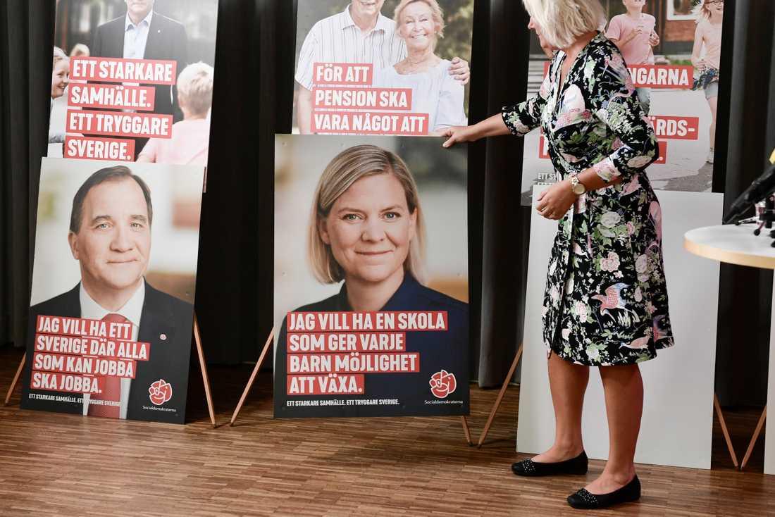 """De fyra """"vallokomotiven"""" Stefan Löfven, finansminister Magdalena Andersson, utrikesminister Margot Wallström och försvarsminister Peter Hultqvist är i fokus på årets valaffischer."""