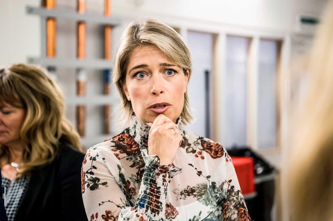 Socialminister Annika Strandhäll ryter till på Twitteer.