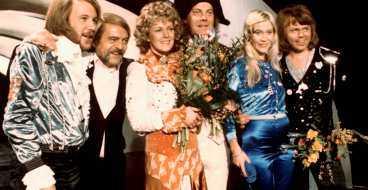"""De vann i Brighton - och nu kan ABBA göra """"Waterloo"""" till tidernas schlager. Om de besegrar övriga 13 bidrag."""