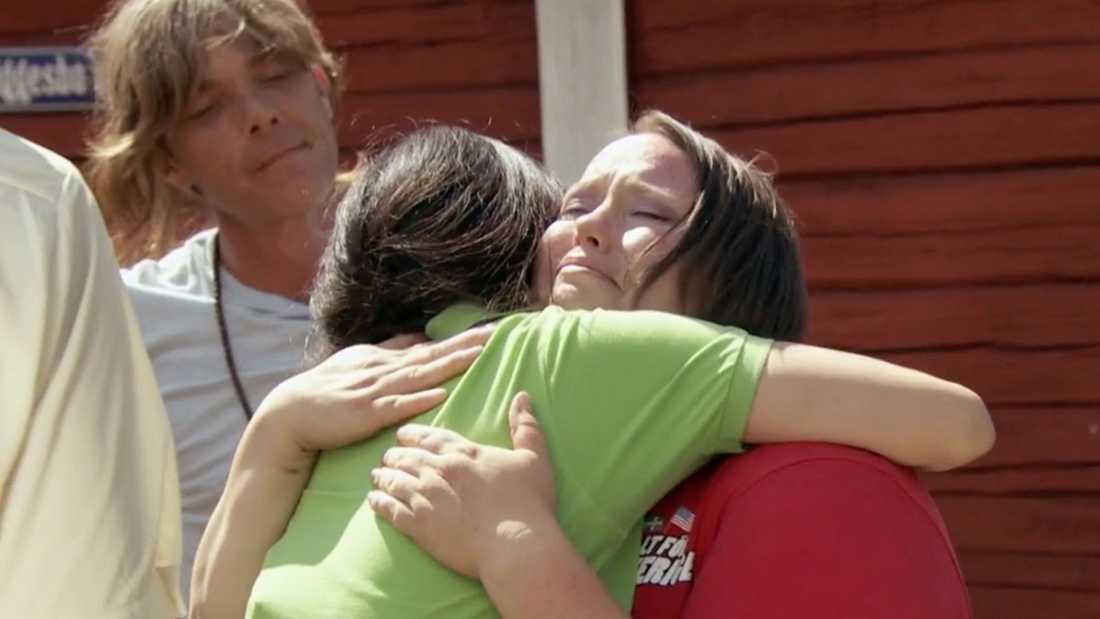 Bästa vännen Tanya Edgil kunde inte hålla tårarna borta när hon tog farväl av Christina.