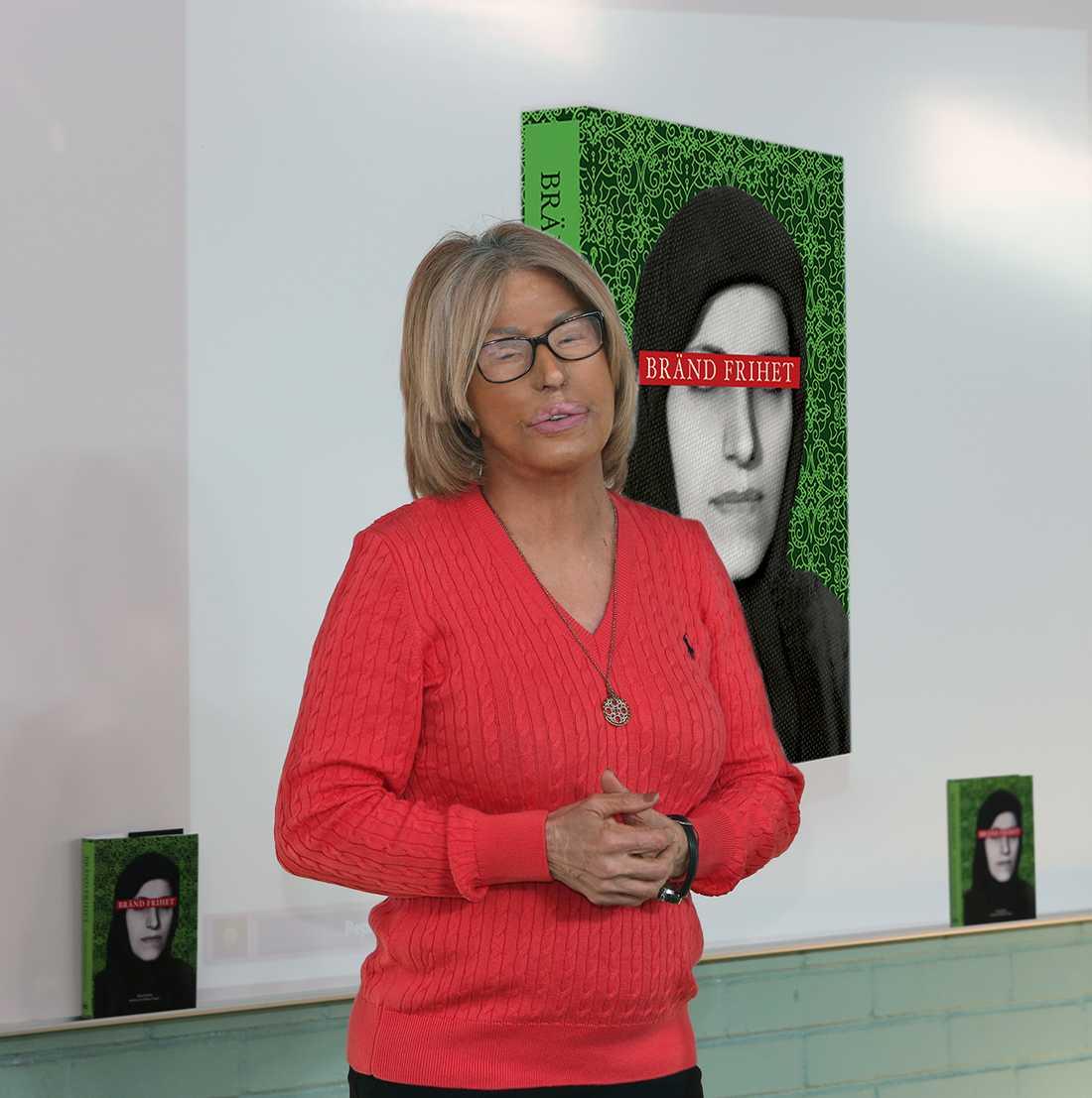 """Tillsammans med frilansjournalisten Elisabet Omsén har Maria Rashidi skrivit boken """"Bränd frihet""""."""