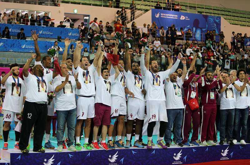 Ett jobb med guldkant  Qatars landslag jublar efter finalen mot Sydkorea i Asian games i oktober. Guldet gav spelarna hundratusentals kronor, och nu blir det ännu mer klirr i kassan.Foto