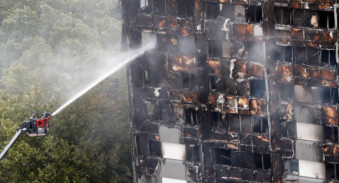 Londons brandförsvar får hård kritik i en utredning om Grenfell-branden för drygt två år sedan. Många av de drygt 70 dödsoffren hade kunnat överleva om det inte hade begåtts flera misstag under räddningsinsatsen.