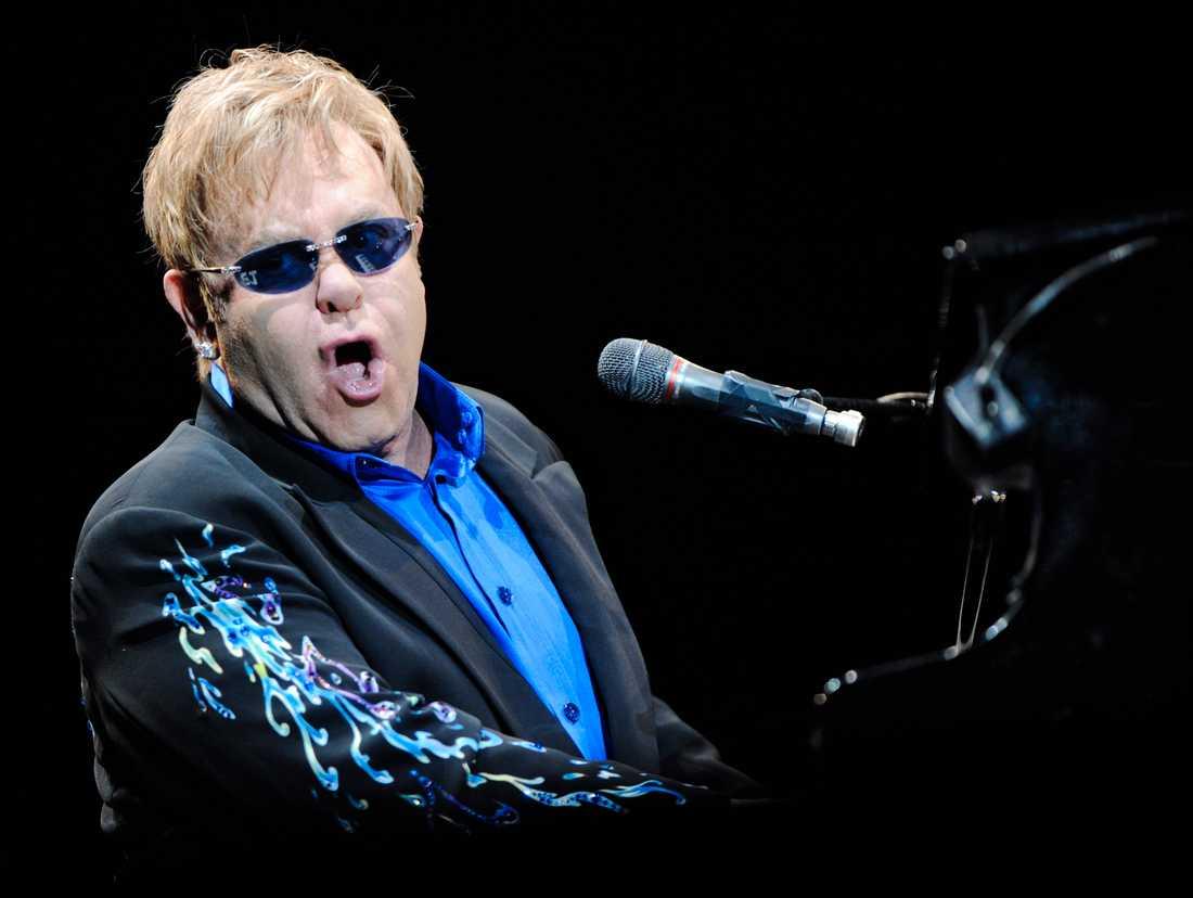 Sir Elton John tolkas av bland andra Miley Cyrus, Pink, Coldplay och Emmylou Harris.