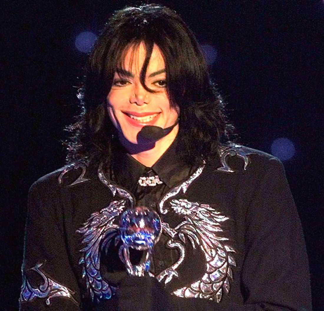 """... och är det sant att Michael Jackson skrev soundtracket till """"Sonic the hedgehog 3""""?"""
