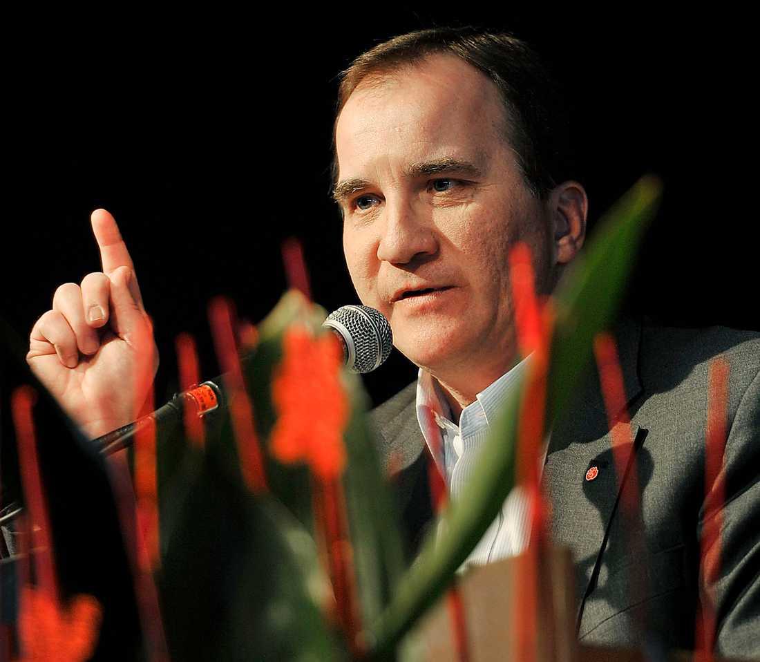 Upp till strid Med två år kvar till valet är det dags för Stefan Löfven att bestämma sig för vilken strid han vill ta med Reinfeldt.
