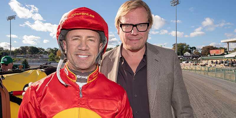 Majoritetsägaren i Greenshoe, Unibet-grundaren, Anders Ström och kusken Brian Sears. iklädd Courants-ägarfärger.