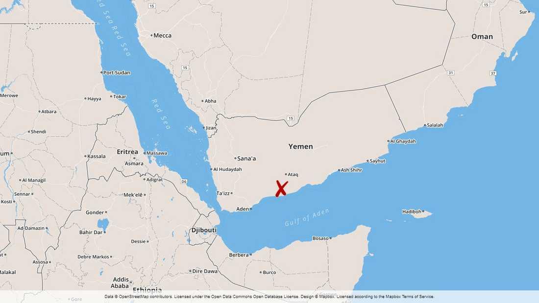 En militärbas i södra Jemen attackerades av al-Qaida.