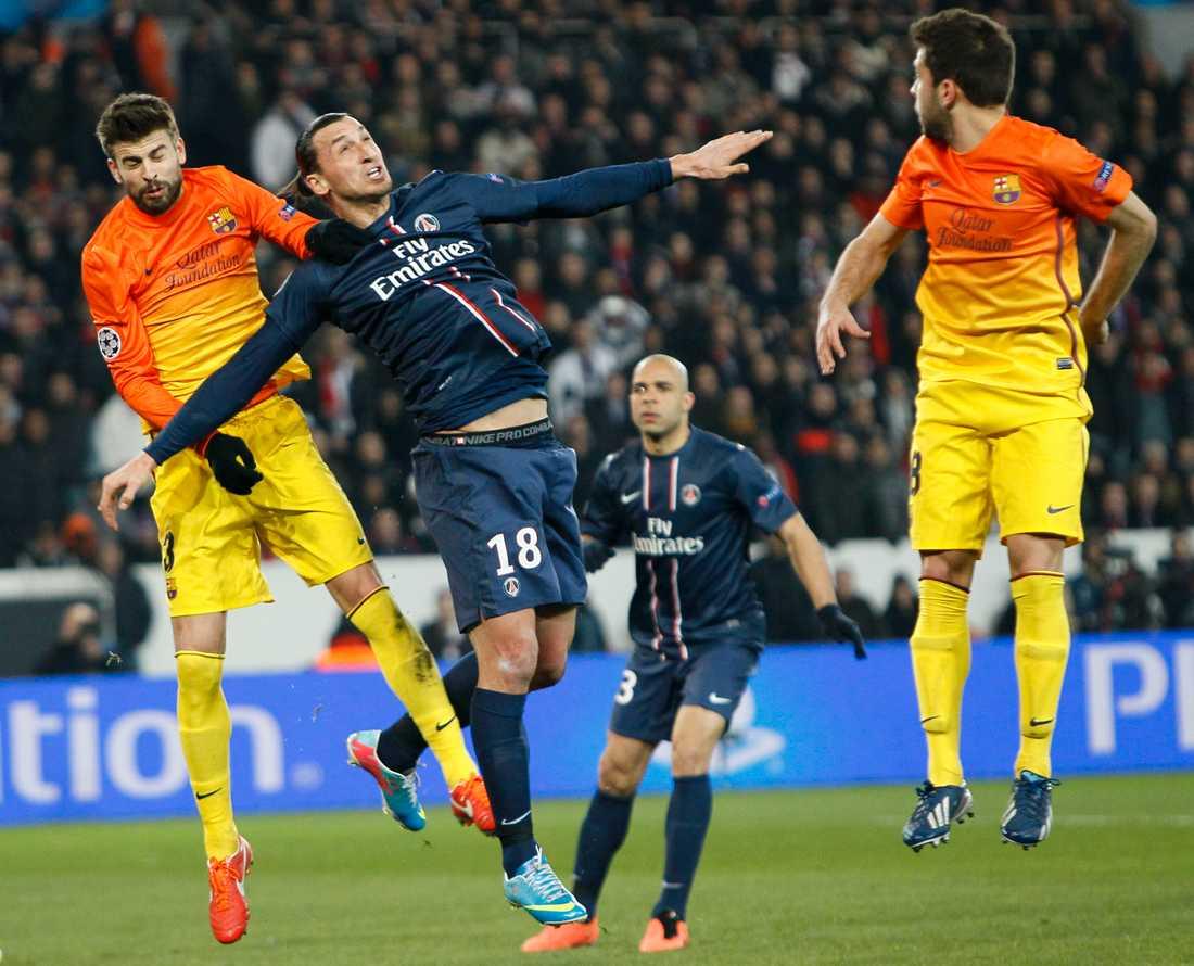 Zlatan i närkamp med Gerard Piqué