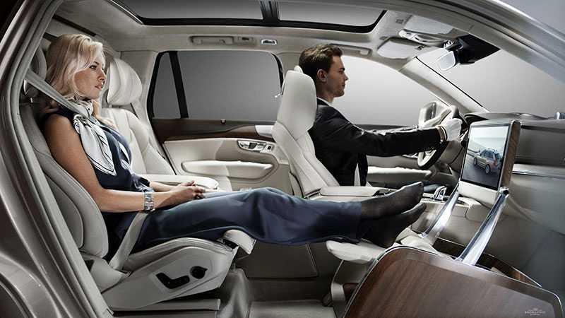 """Volvo har tidigare suktat lyxtörstande med en så kallad """"Lounge Console"""" där man helt enkelt bytt ut framsätet i en XC90 mot en fotpall."""
