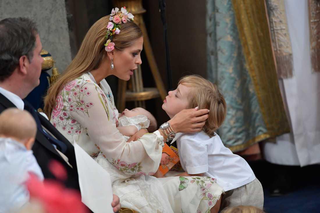 Prinsessan Madeleine och prins Nicholas under dopgudstjänsten för prinsessan