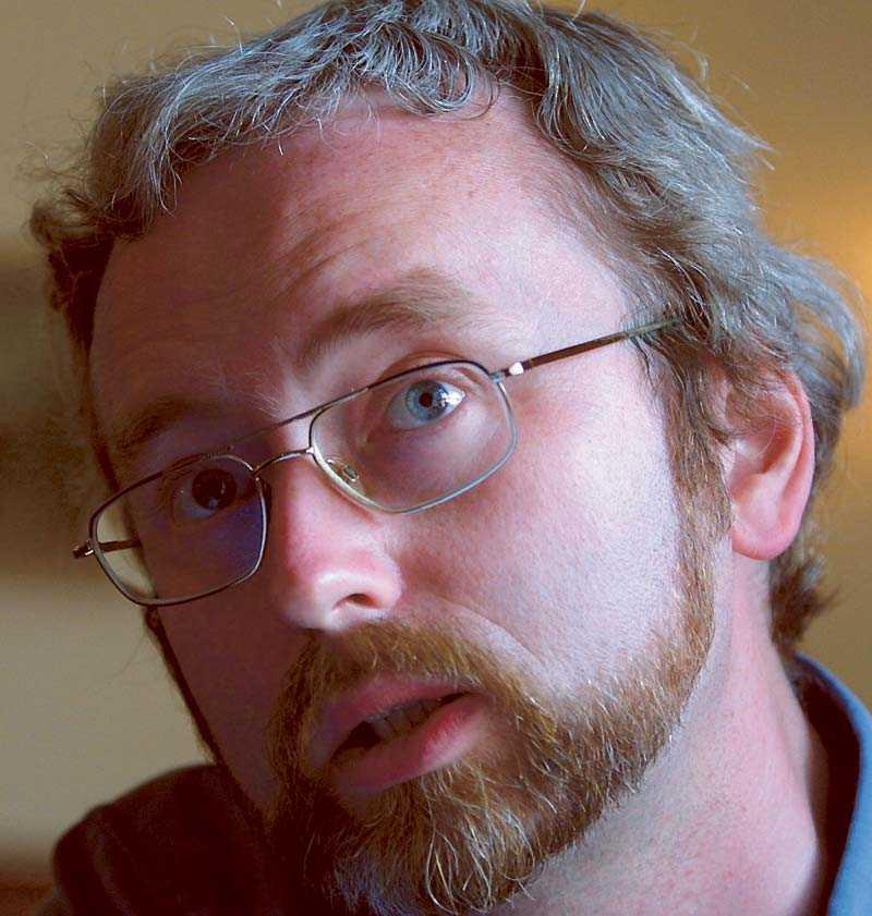 Historikern och författaren Dick Harrison har vid två tillfällen ställt upp i tv och debatterat fildelnig med Pirate Bay.