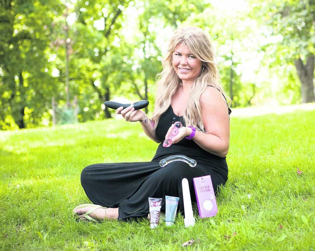 sju underverk Sexrådgivaren Hannah Arnhög har testat sju miljövänliga sexleksaker – dildos, glidmedel och kondomer. Här är hennes omdömen och betyg.