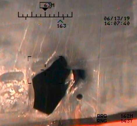 Så här ska skadorna av en mina ha sett ut på japanska Kokuka Courageous. Bilden har tillhandahållits av USA:s försvarsdepartement.