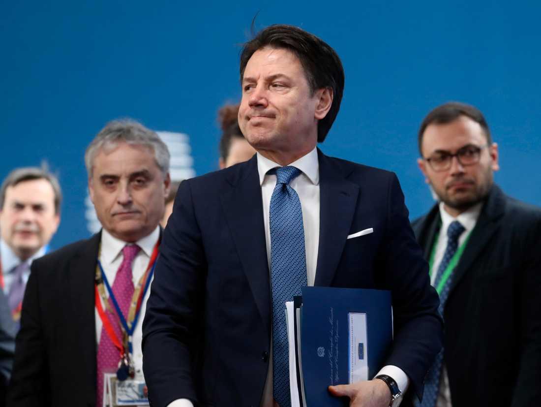 """Italiens premiärminister Giuseppe Conte (mitten) lovar att ta fram ett förslag till en """"mer ambitiös"""" EU-budget tillsammans med andra satsningsvilliga länder som Rumänien och Portugal. Arkivfoto."""