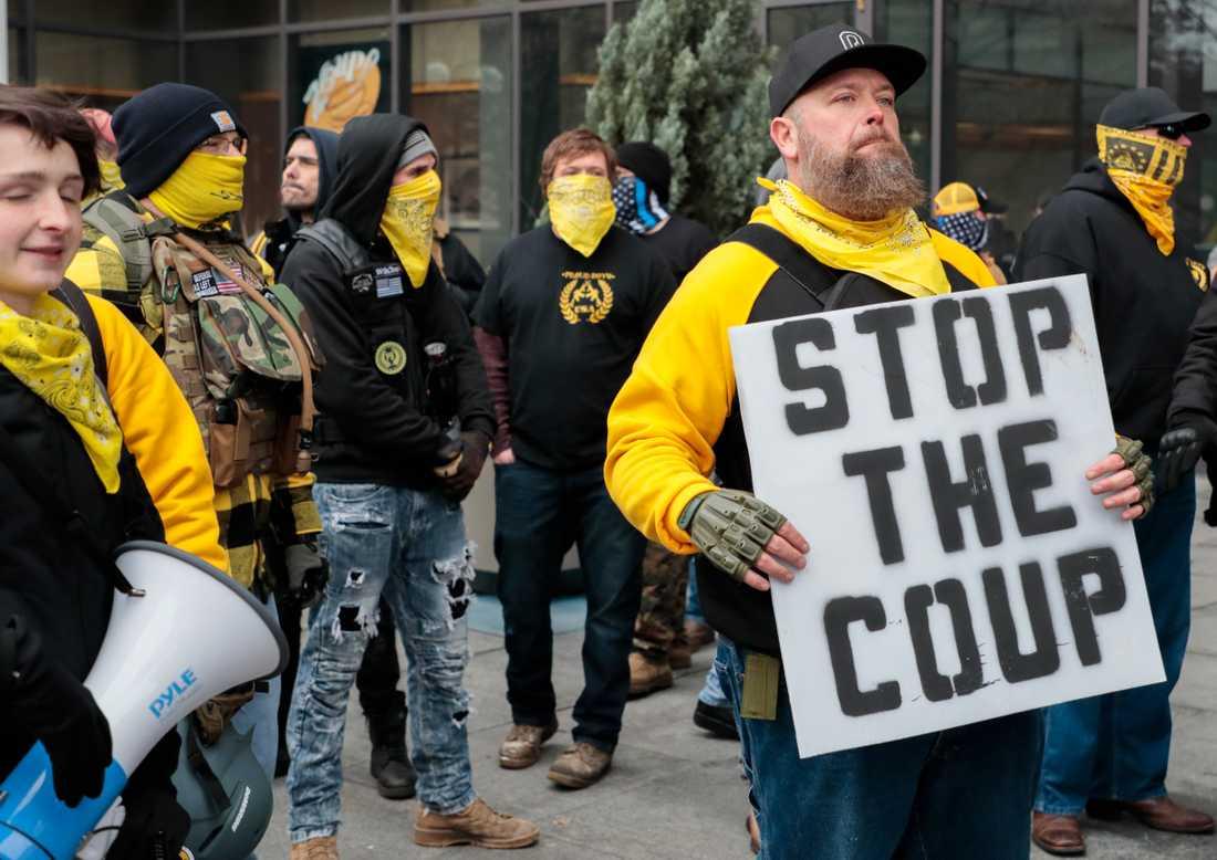 Medlemmar av den högerextrema vit maktgruppen Proud Boys deltar i en manifestation till stöd för den dåvarande presidenten Donald Trump i Ohio i början av januari.